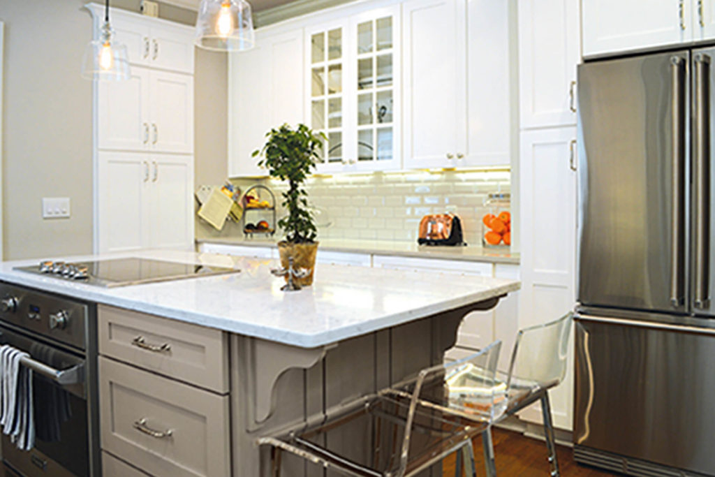 View of a kitchen featuring Wellborn Cabinets' handsome Estate Collection Prairie cabinets