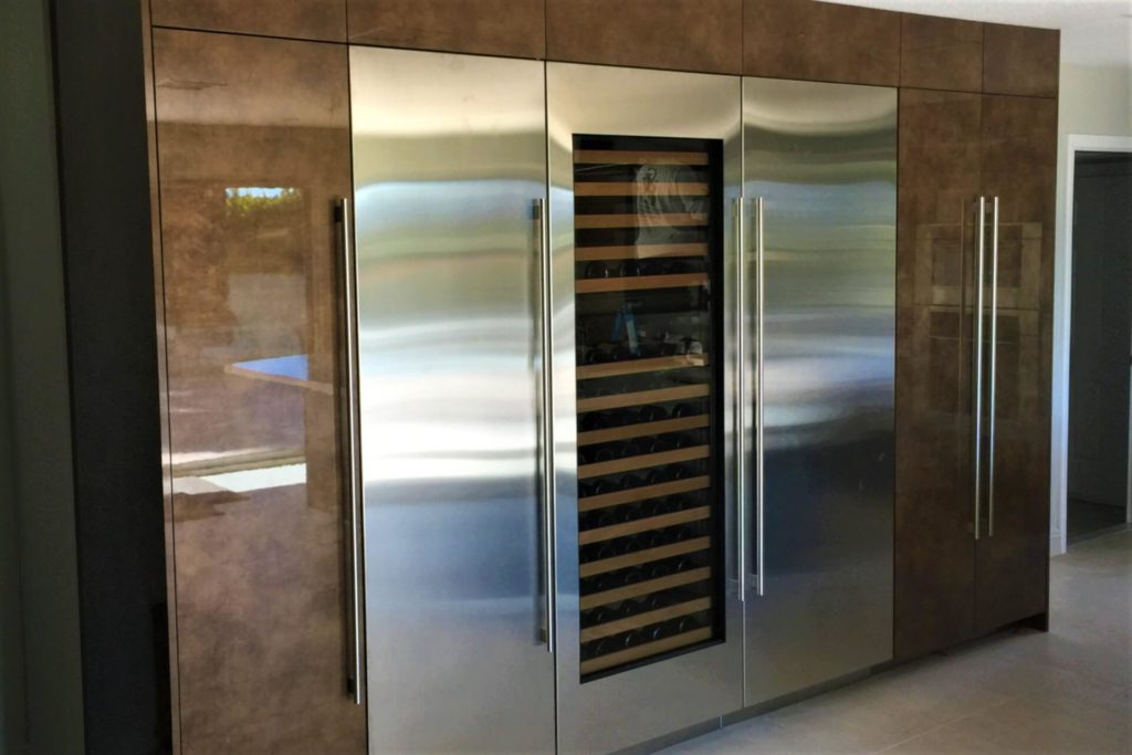 Contemporary frameless kitchen cabinets with a high gloss finish
